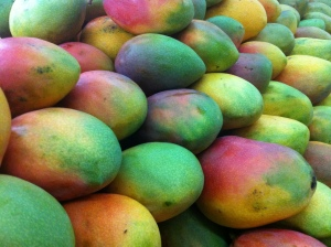 Mango_in_supermarket_colombia_mb